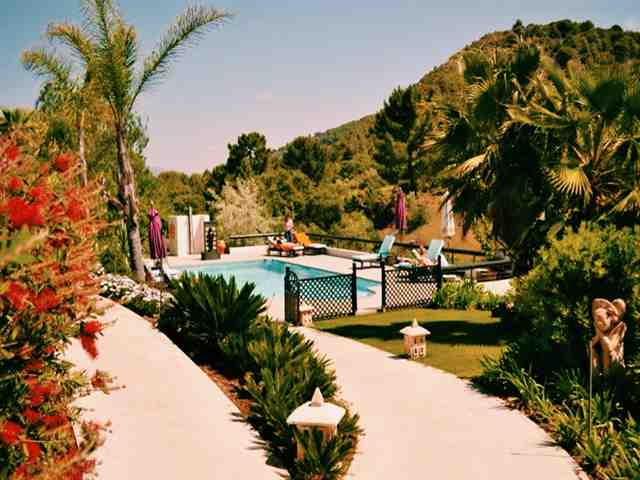 À beira da piscina Shanti-Som