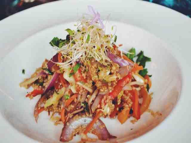 Refogado vegetariano quinoa tigela